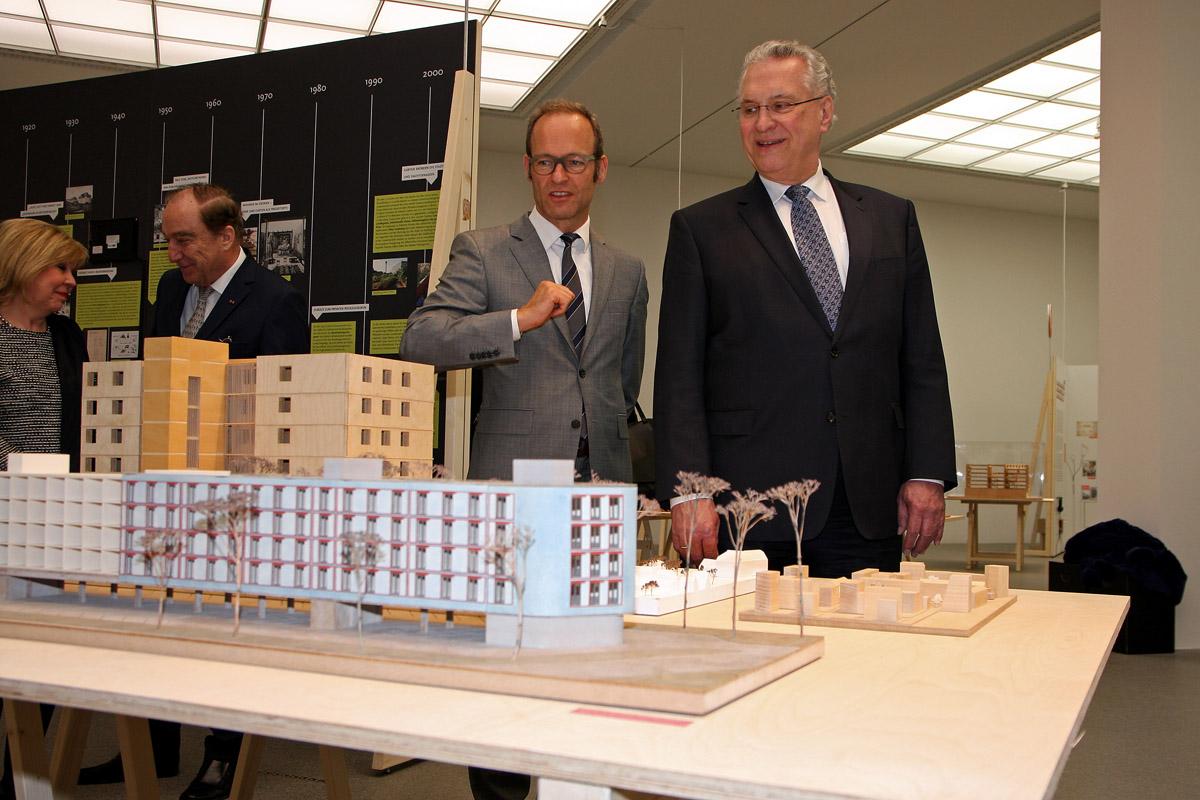 Innen  Und Bauminister Joachim Herrmann Eröffnet Die Ausstellung  U201eWohnungen, Wohnungen, Wohnungen!