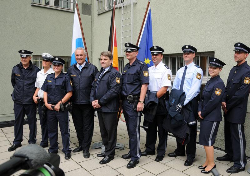 Trageversuch Für Neue Polizeiuniform