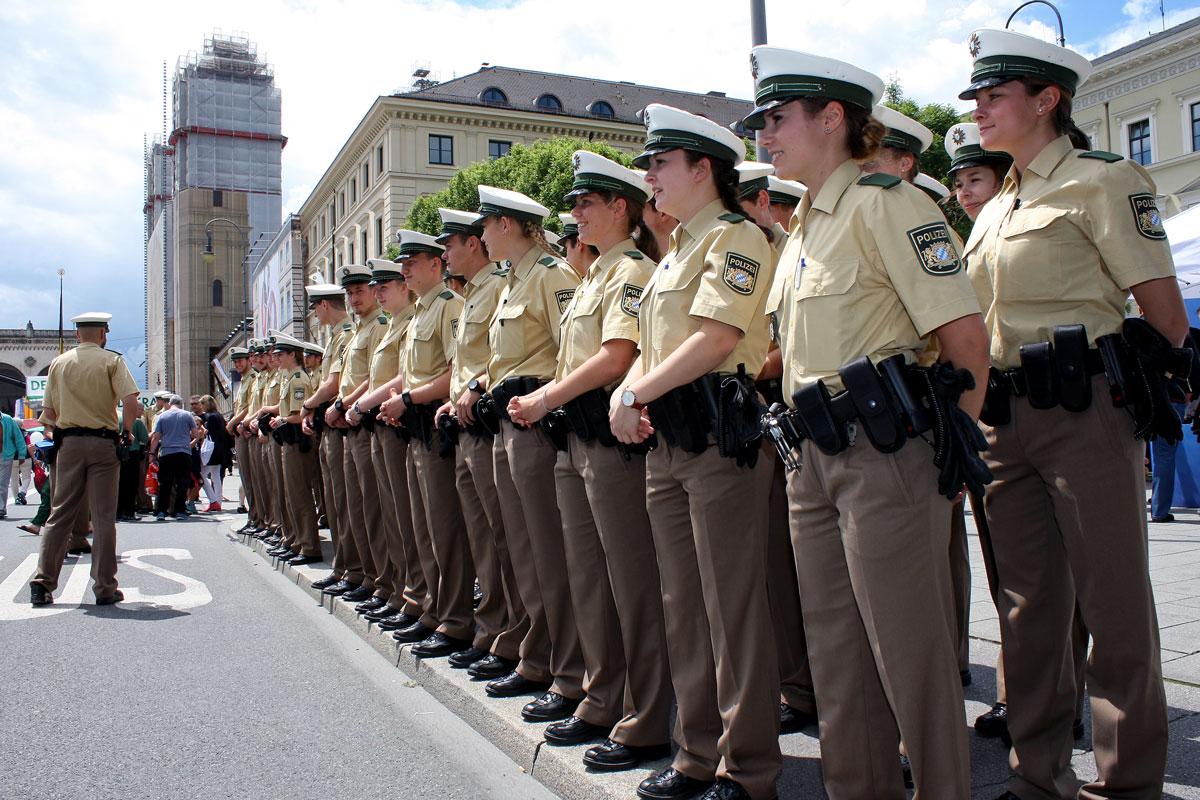 70 jahre bayerische polizei feiern sie mit. Black Bedroom Furniture Sets. Home Design Ideas