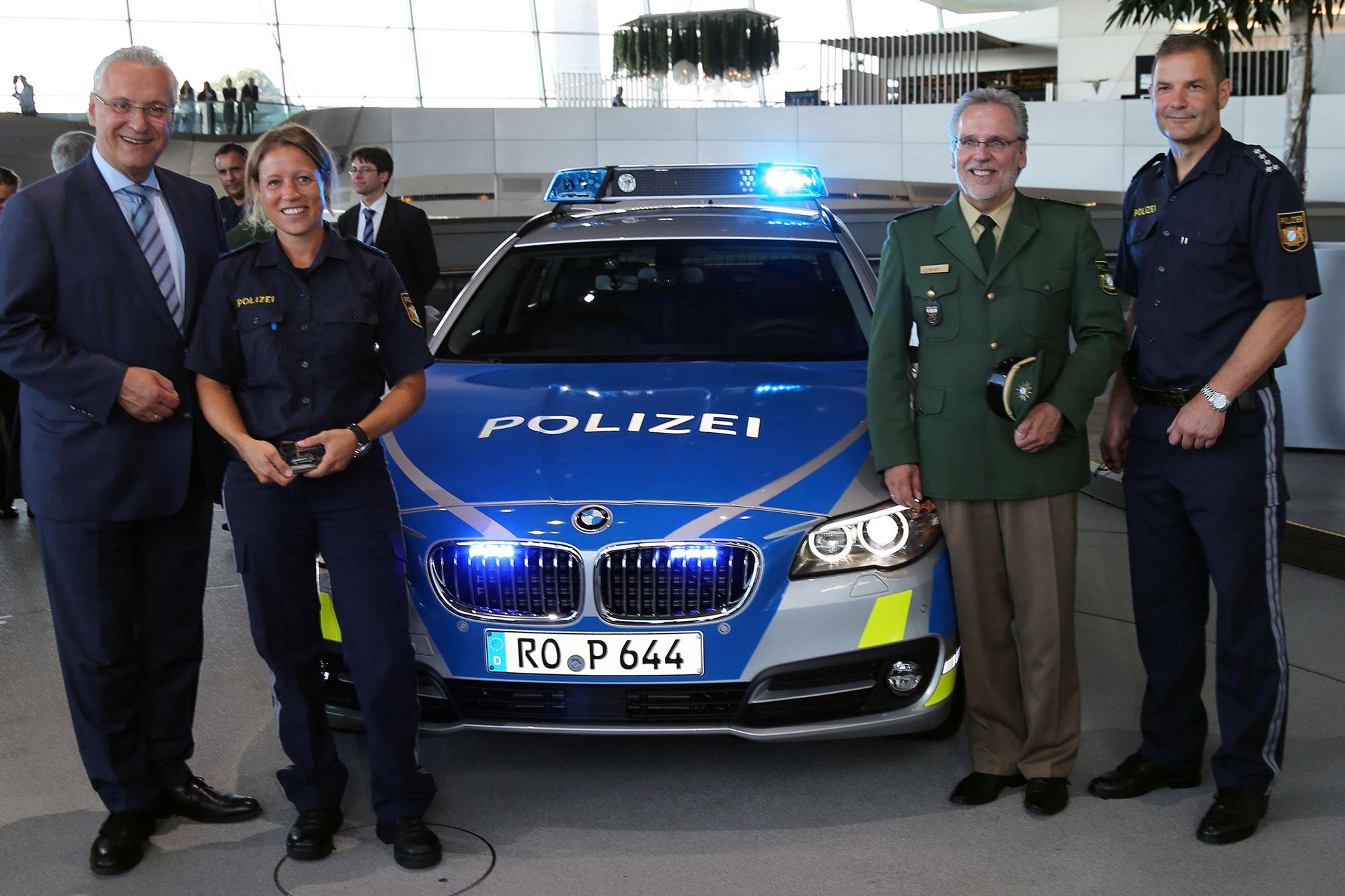 bayerische polizei f hrt ab jetzt blau. Black Bedroom Furniture Sets. Home Design Ideas