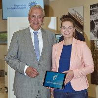 Innenminister Joachim Herrmann und Digitalministerin Judith Gerlach präsentieren die Nummer der Hotline