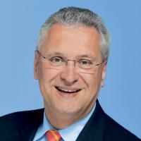 Offizielles Portraitbild von Staatsminister Joachim Herrmann, MdL zur honorarfreien Verwendung
