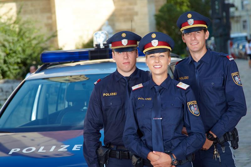 Dateinterinnen Polizisten